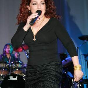 Gloria Estefan tour tickets